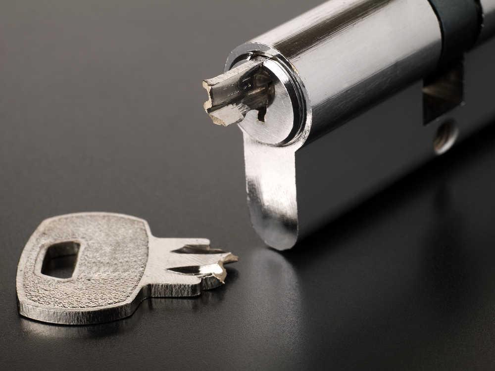 מפתח נתקע במנעול